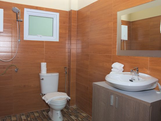 photo of en-suite bathroom
