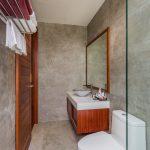 photo of luxury en-suite bathroom