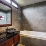 photo of full-size bath in en-suite bathroom. krabi thailand
