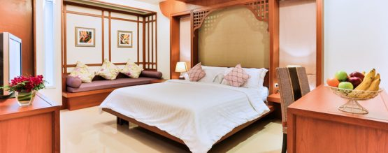 photo of king size bed in pool villa Thailand